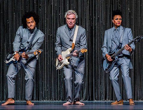 David Byrne zet strakke show neer